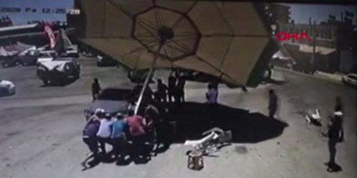 28 kişi bir şemsiyeyi kaldıramadı