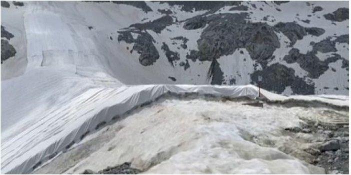 Buzulların erimemesi için son çare örtmek zorunda kaldılar