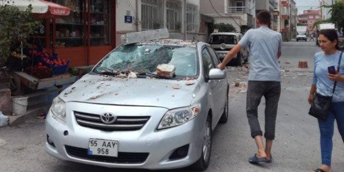 Samsun'da balkon çöktü, araç hasar gördü