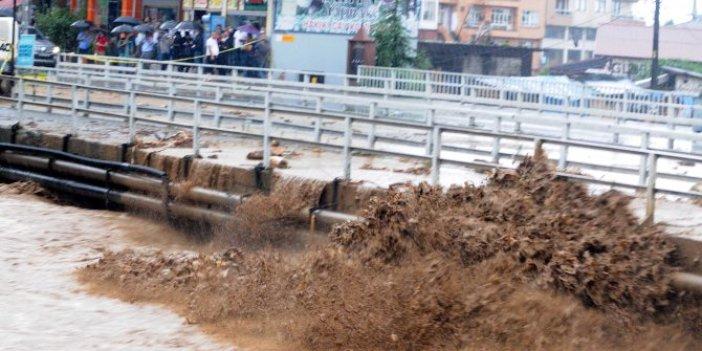 Rize'de 91 yılın yağış rekoru kırıldı: Metrekareye çeyrek ton yağış düştü