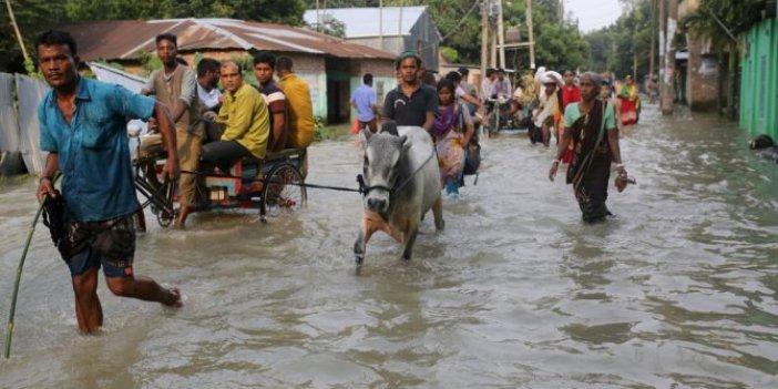 Sel Bangladeş'i yuttu: 55 ölü