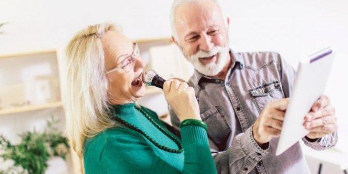 Şarkı söylemek Alzheimer'ı önlüyor