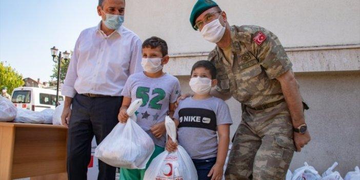 Türk askeri, Kosovalı çocukların yüzünü güldürdü