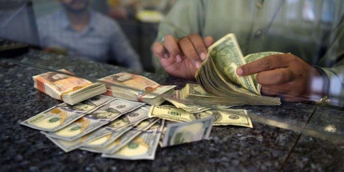 Petrol fiyatlarındaki düşüş harekete geçirdi: Araplar, dolar arayışında