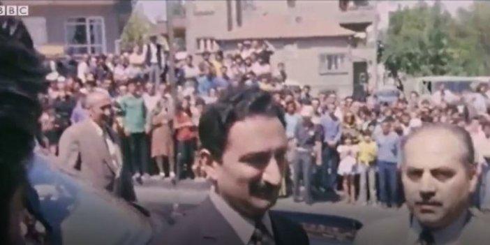 Bülent Ecevit'in camideki tarihi görüntüleri! Kendisini alkışlayanları böyle durdurmuştu