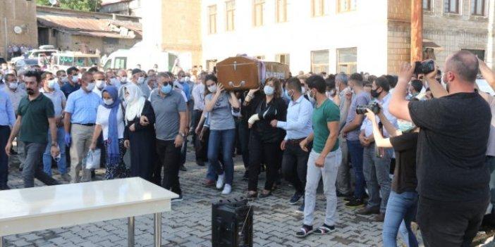 Pınar'ın tabutunu kadınlar taşıdı