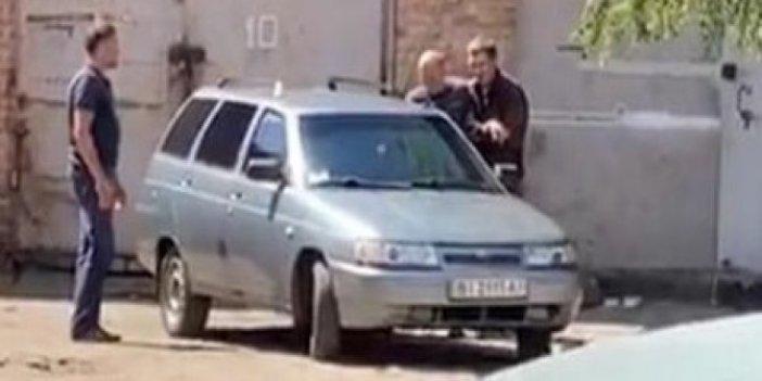 El bombasıyla polisi rehin aldı