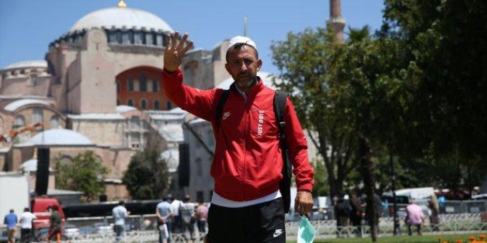 81 şehirden Ayasofya'ya akın akın geliyorlar!Namaz için Bursa'dan yürüyerek geldi