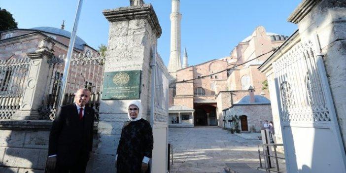 Erdoğan ve Bahçeli Ayasofya'da incelemelerde bulundu: Cami tabelası asıldı