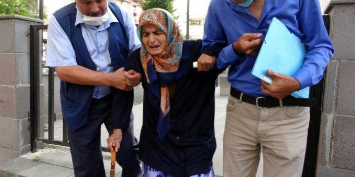 87 yaşındaki annesini dövüp, sokağa attı