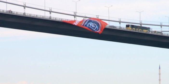 Başakşehir'inbayrağı köprülere asıldı