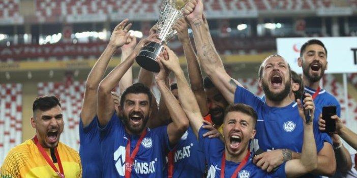 Tuzlaspor 1. Lig'e çıktı! Şampiyonluk kupasını aldı