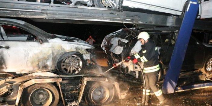 Lüks otomobilleri taşıyan TIR yandı