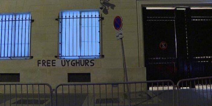 Doğu Türkistan'ın çığlığı Fransa sokaklarında: Kadınlar her yere afiş yapıştırdı