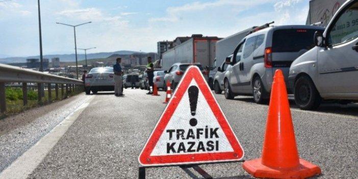 Van'da işçileri taşıyan kamyonet devrildi