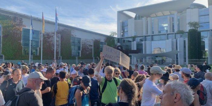 Almanya'da korona virüs protestosu