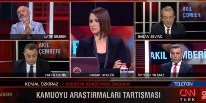 """Önce kapıştılar sonra """"Öpüşüp koklaştılar"""": CNN Türk sunucusu """"Siz cevap vermeyin"""" diye yalvardı"""