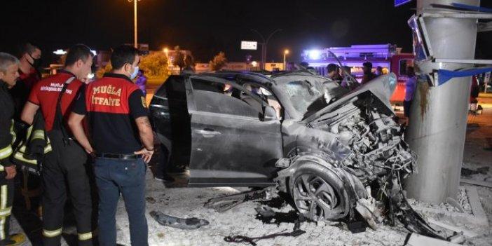 Bodrum'da lüks cip toteme çarptı! 2 ölü 3 yaralı