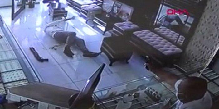 Konya'da film senaryosu gibi soygun girişimi!Karısı oyaladı kocası soyguncuyu kurşunladı