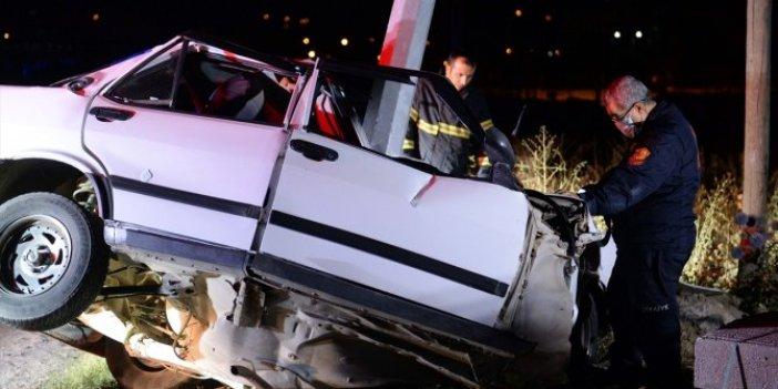 Sürücü araçtan 2 saatte çıkartıldı! Otomobil karpuz gibi ikiye bölündü