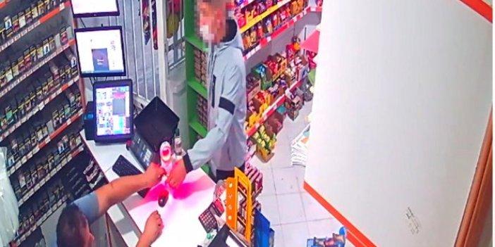 Babasına ait marketleri silah zoruyla soydu