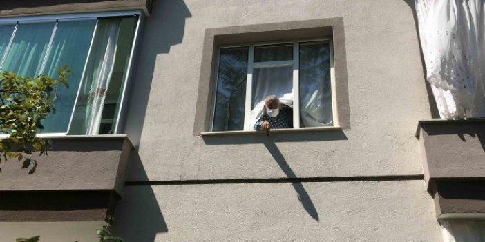 Camdan bakarken düştü, hastanede öldü