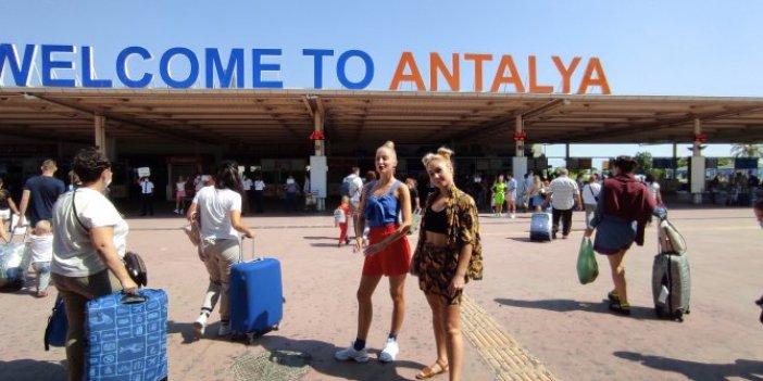 Gökten Rus yağıyor! Antalya'da bayram var; Bir günde 80 uçak geldi