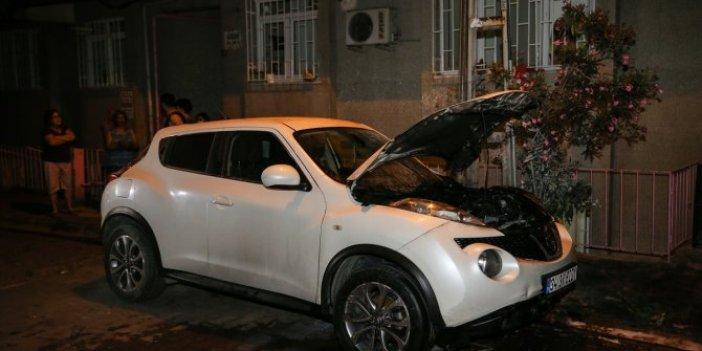 Kundaklama iddiası! İstanbul'da park halindeki otomobil yandı