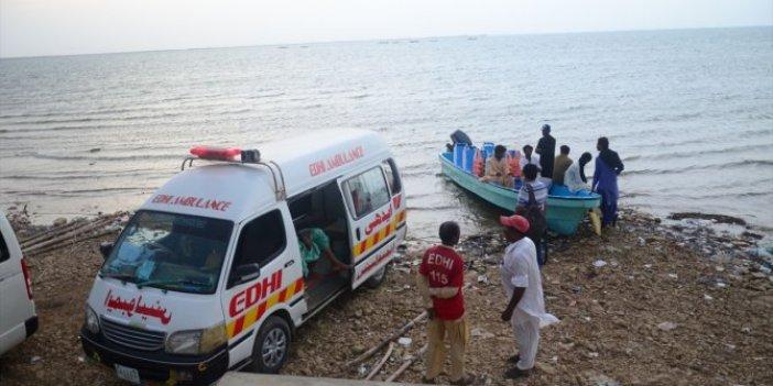 Pakistan'da bot battı: 10 ölü