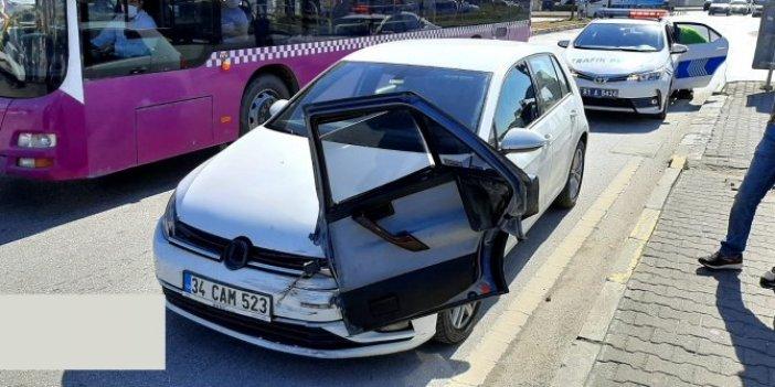 Aracın kopan kapısı havalanıp diğer aracın önüne ok gibi saplandı
