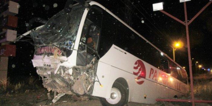 Afyonkarahisar'da yolcu otobüsü şarampole düştü! Yaralılar var