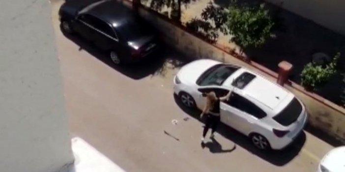 Genç kadın arabayı demir çubukla parçaladı!