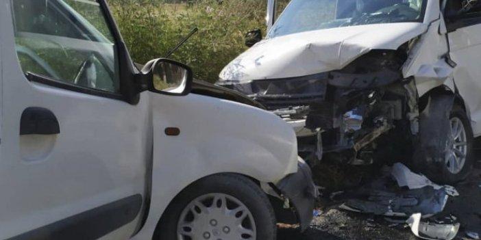 İzmir'de araçlar kafa kafaya çarpıştı!1 ölü 6 yaralı