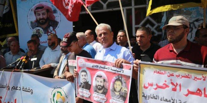 Hapishanelerde açlık grevi yapan Filistinlilere destek gösterisi
