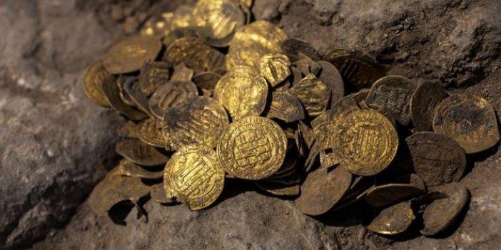 Bin yıllık altın hazinesi bulundu: Gençler altınları saya saya bitiremedi