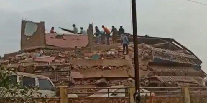 Hindistan'da bina çöktü! En az 90 kişi enkaz altında
