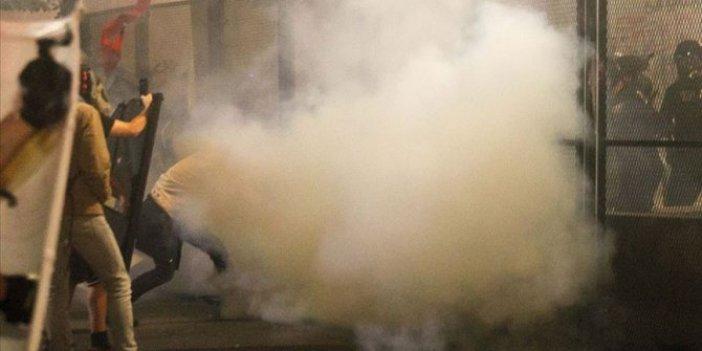 Irkçılık karşıtı protestocular polis merkezine saldırdı