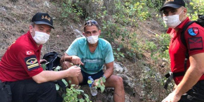 Kayadan inemeyen turisti jandarma kurtardı