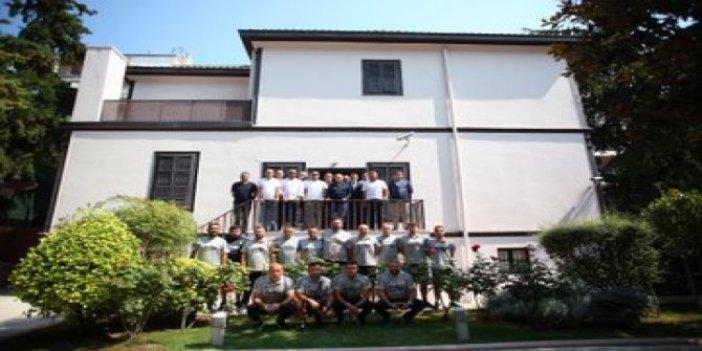 PAOK maçı öncesi Beşiktaş kafilesi, Selanik'te bulunan Atatürk'ün doğduğu evi ziyaret etti