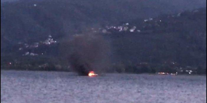 Gölün ortasında alev alan teknede korku dolu dakikalar