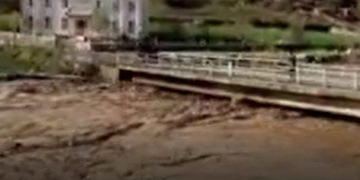 Sel sularına kapılan kadın kurtarıldı