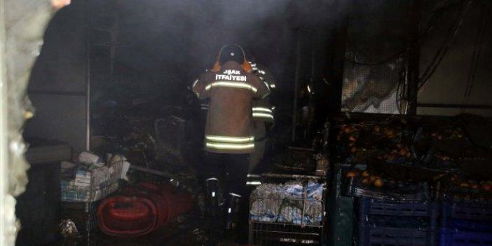 Uşak'ta bir market çıkan yangınla kül oldu