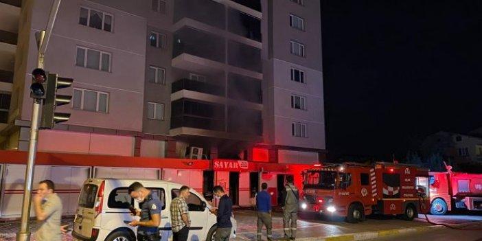 Uşak'ta alışveriş merkezindeki yangın panik yarattı! Binalar tahliye edildi