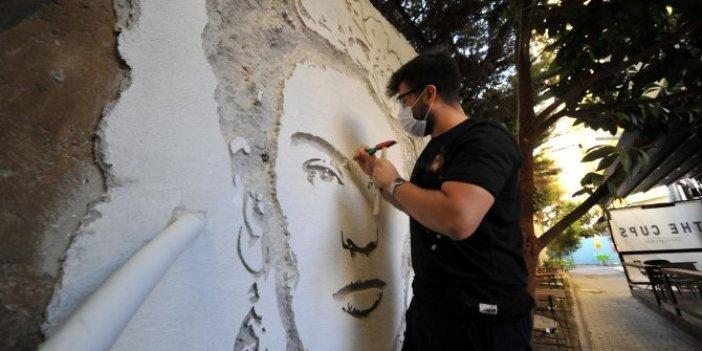 Duvarları kırarak sanat yapıyorlar! Frida Kahlo portesi şaşkına çevirdi