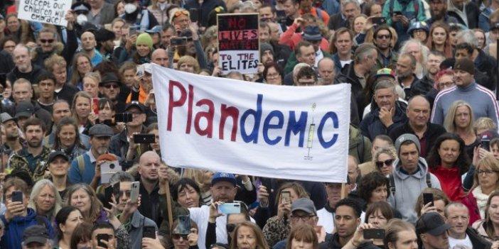 İngiltere'de korona protestosu: Binlerce insan sokağa döküldü