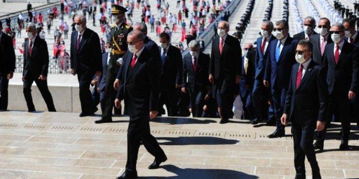 Devlet erkanının ziyareti sırasında Anıtkabir'de slogan attırdılar