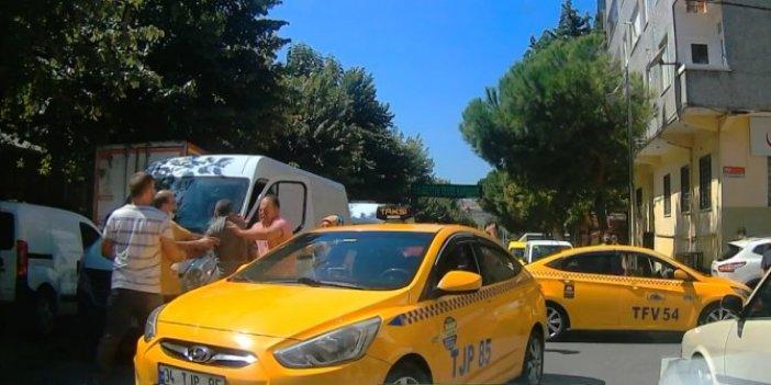 Taksici misiniz şehir eşkıyası mı! Yumruk ve sopalarla caddeyi savaş alanına çevirdiler