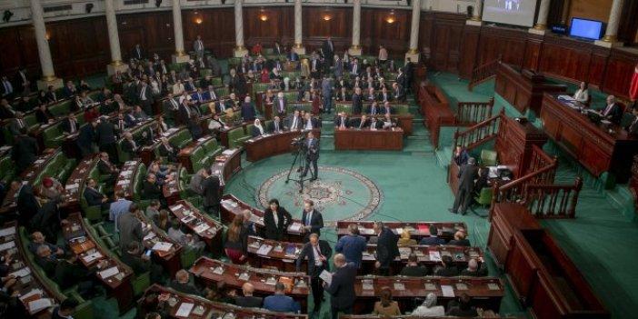 Tunus'ta kritik saatler