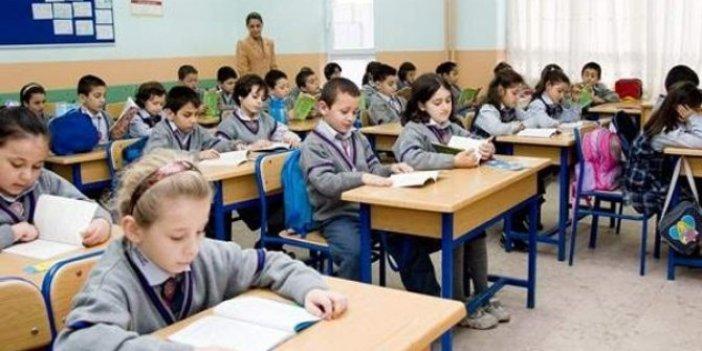 Üç üniversite uzaktan eğitim yapıyor biri de yolda Milli Eğitim ise okulları açıyor, çocuklar deney tahtası mı?