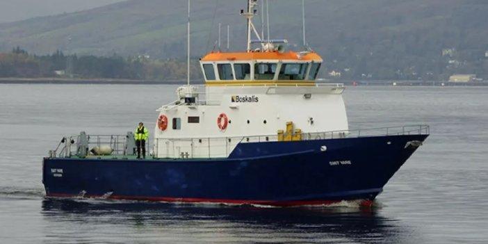 Kraliyet Donanması'na ait gemi yük gemisiyle çarpıştı
